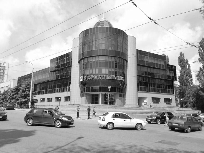 """Нацполіція відкрила справу через напад на журналістів """"Схем"""" у кабінеті голови """"Укрексімбанку"""""""