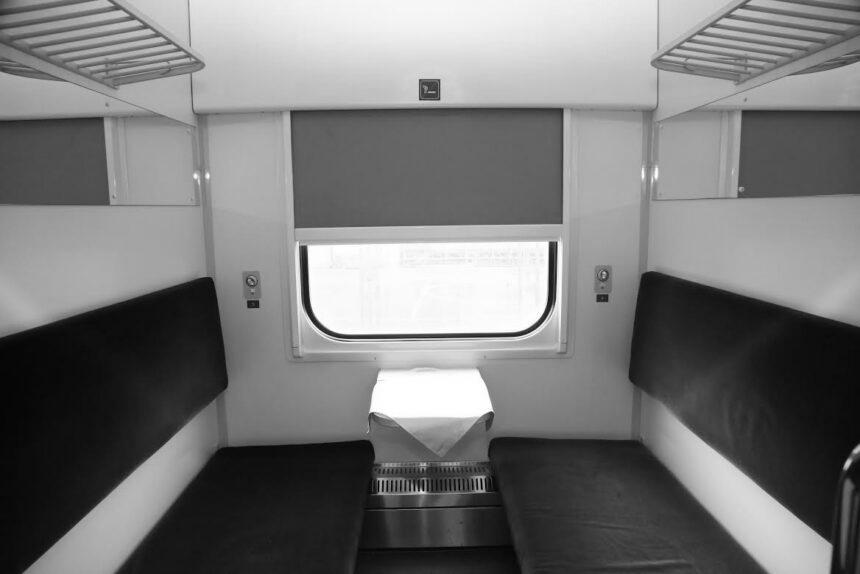 """Унітаз за ціною смарт-квартири: """"Укрзалізниця"""" закупила наддорогі запчастини для вагонних туалетів"""