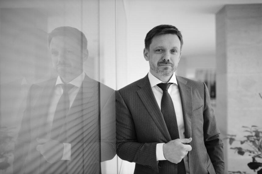 Наглядова рада Укрексімбанку відсторонила Мецгера на період розслідування нападу на журналістів Схем