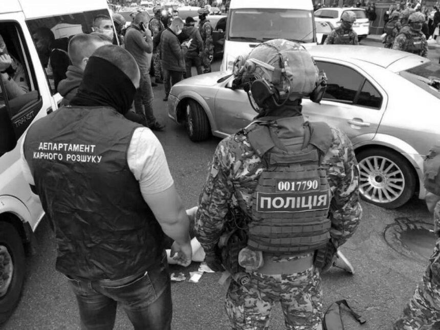 В Одесі чоловік напав з ножем на поліцейського. Його затримував спецназ