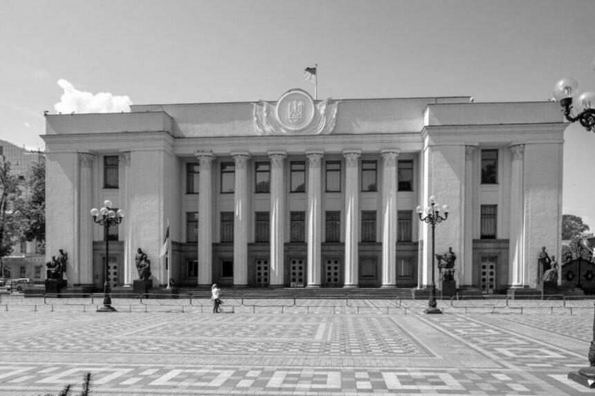 """""""Офіс президента ламає баланс влади в Україні"""", – експерт про наслідки відсторонення Разумкова"""