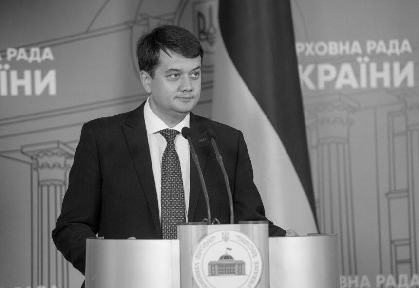 Разумков: Депутатів, які не хочуть голосувати за мою відставку, викликають на Банкову