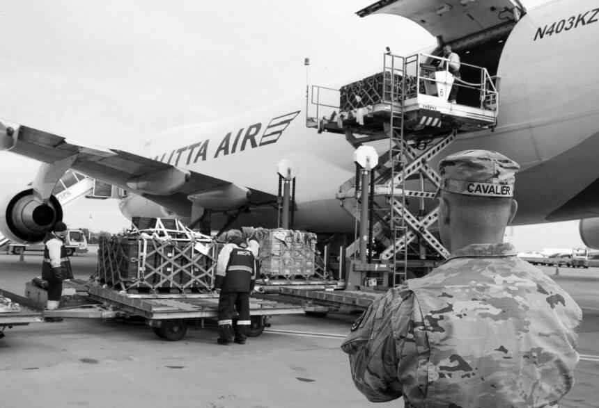 В Україну прибув вантаж із додатковою військовою допомогою від США