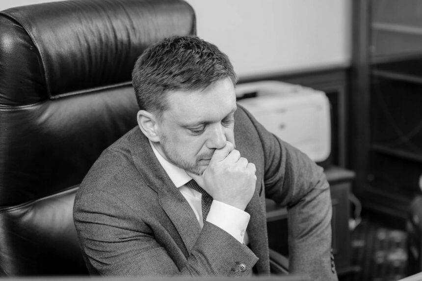 Напад на журналістів: наглядова рада Укрексімбанку звільнила Мецгера